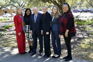 Jerome Reso Jr., president of the Kendall Vick Public Law Foundation, recently visited LSU Law to mark the launch of the Loan Repayment Assistance Program made possible through generous funding by the foundation. Reso (third from left) was joined by (from left to right) LSU Law Director of Alumni Development, Communications and External Relations Karen Soniat, second-year student Zakia Nesbitt, LSU Law Interim Dean Lee Ann Wheelis Lockridge, second-year student Hailey Manint, and LSU Law Interim Director of Career Services Gwendolyn Ferrell. Nesbitt and Manint plan to pursue a career in public law following their graduation from LSU Law.